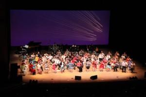 幕が上がり、第一部の大合奏は「良宵」と「時のかけら」ハーモニーで心癒されます。