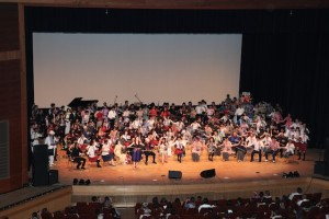 ファイナルの大合奏!巫 謝慧先生と一緒に「瑤族舞曲」と「リベル・タンゴ」、そして、心弦全員による「賽馬」!!